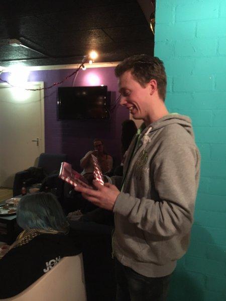 Danny Mocking 15 jaar vrijwilliger krijgt boek